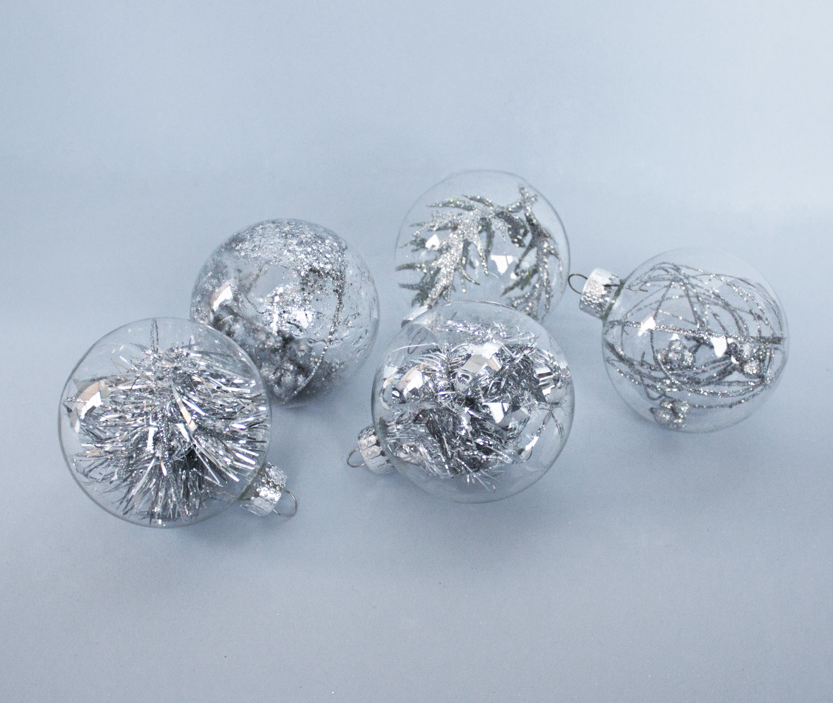 glass-christmas-balls-minimal-diy