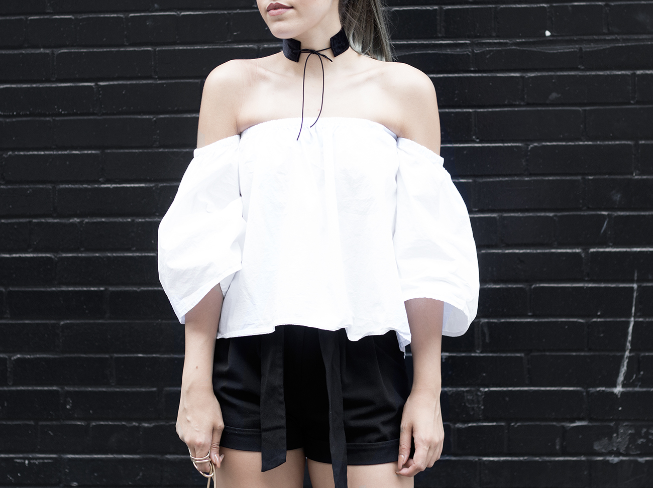 romwe-off-shoulder-top-choker-streetstyle